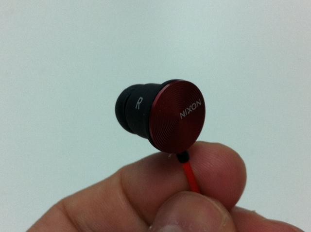 nixon-wire-3-button-mic-4